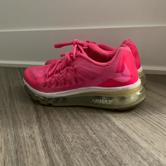 SELLING NIKE AIR MAX SHOES